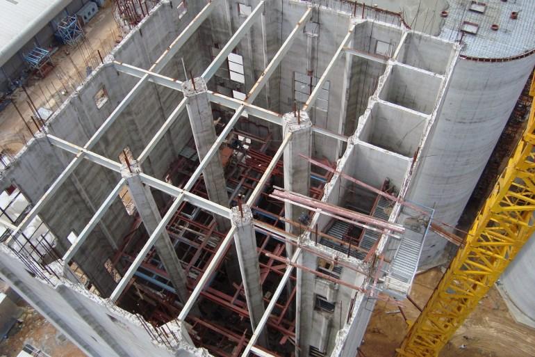 Bên trong tòa tháp, nơi sẽ lắp đặt dây chuyền chế biến thức ăn chăn nuôi