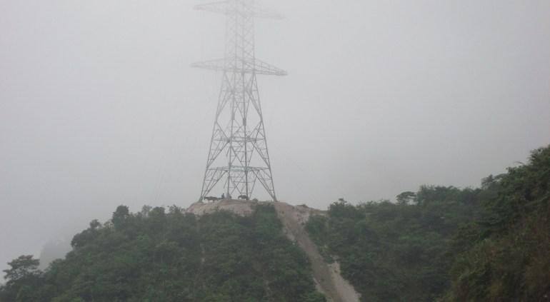 Lắp cột điện cho đường dây 500 kV