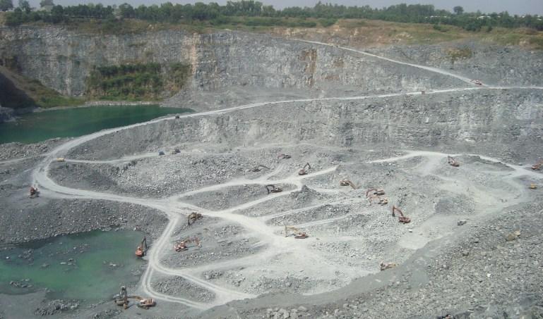 Mỏ đá ở Đồng Nai