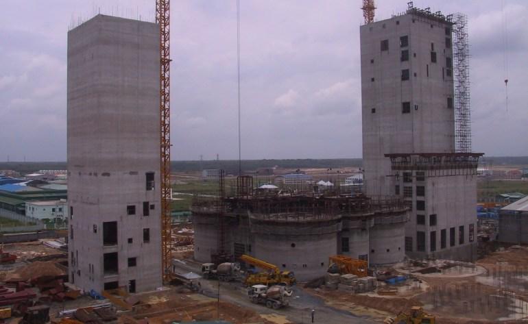 Sau hơn nửa năm chuẩn bị cốp pha, một khối kiến trúc nữa bằng bê tông cao 47m sẽ được hình thành sau 7 ngày làm việc liên tục không nghỉ