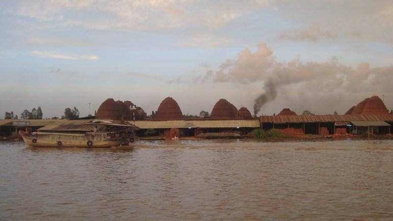 Lò gạch bên sông (đoạn gần Sa đéc)