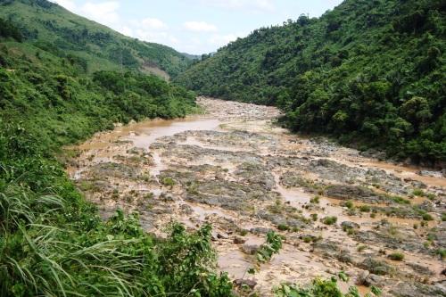 Sông Dak'rong mùa cạn
