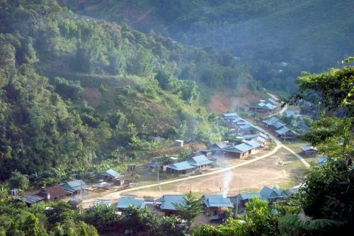 Lại một làng tái định cư.
