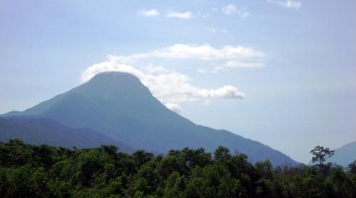 Một ngọn núi cô đơn.
