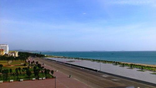 Bãi biển Tuy hòa nhìn từ khách sạn
