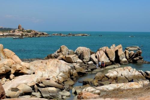 Bãi đá dưới chân hải đăng