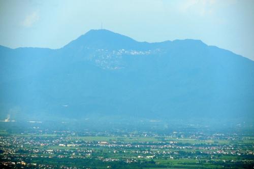 Thị trấn Tamdao nhìn từ Bavi