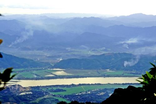 Chiều sông Đà, nhìn từ đỉnh Bavi